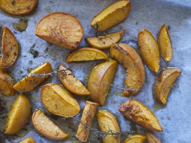 these honey thyme roasted peaches will make you merry OR bright, but not both I'm afraid